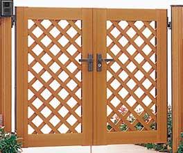 樹脂系門扉